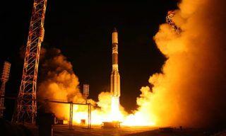 Запуск ракеты-носителя «Протон-М» на космодроме Байконур